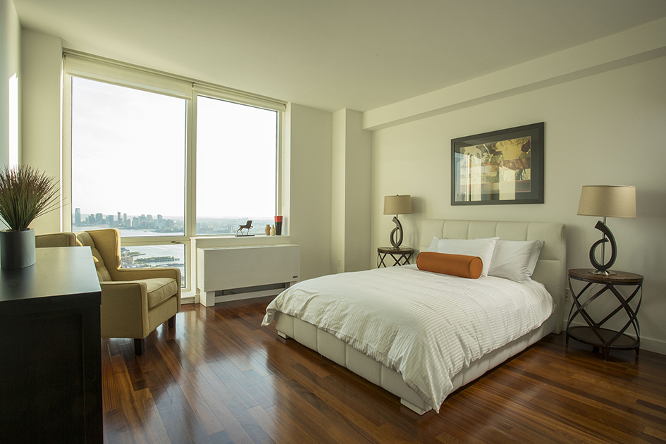 Luxury rental apartments new york city silver towers for Silver towers leasing office
